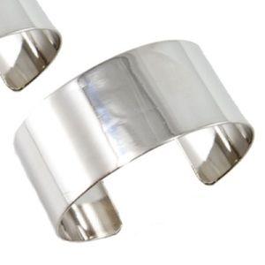 NWOT Womens Silver Bangle Cuff Bracelet